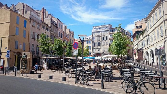 lenche-place-panier-bar-restaurant.jpg