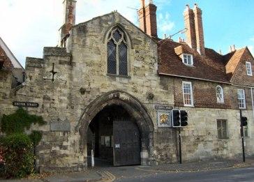 Salisbury_-_St_Ann's_Gate_-_geograph.org.uk_-_1038363